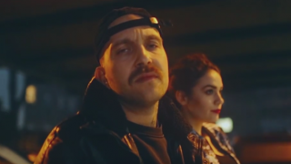 Plusmacher – Brusthaare (Video)