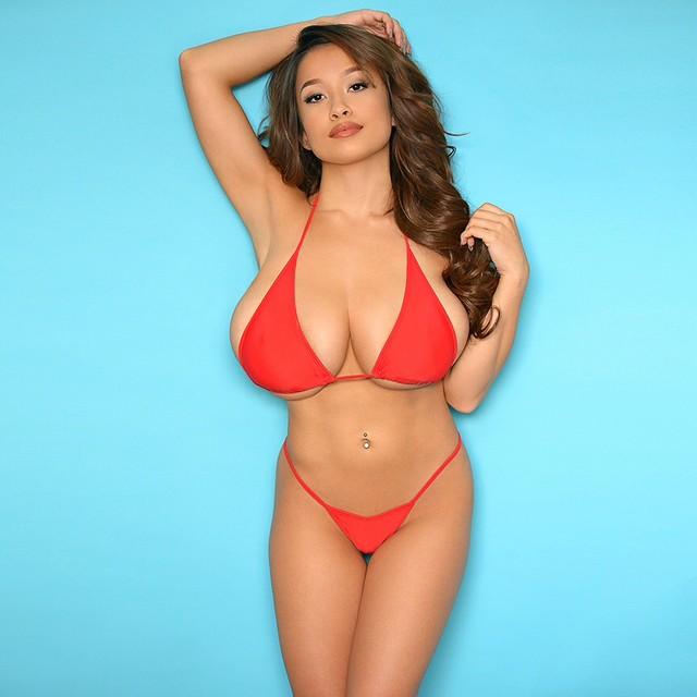 Elizabeth Anne im Bikini (Hot)