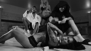 Bonez MC & Maxwell – Bademantel (Video)
